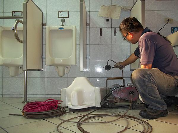 Thông tắc vệ sinh