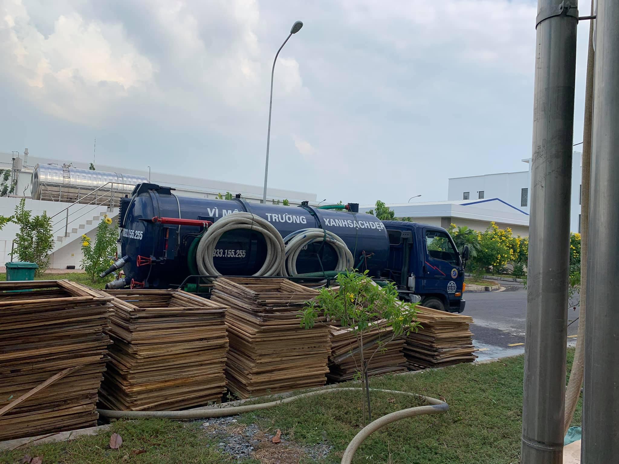 Xe hút của Nhật Quang đang phục vụ cho 1 công ty trân địa phận Huyện Châu Thành